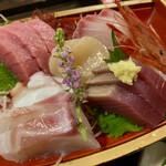 三亀 - カツオ、鯛、マグロ、帆立、甘海老、タコ、カンパチ