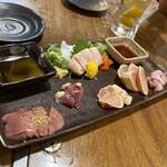 宮崎郷土料理 どぎゃん - お造り盛り合わせ 1,230円 左から(しろ、心臓、てっさ、ささみ、たたき、もも) だったと思う
