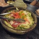 くいもの屋 わん - ハモンセラーノ(スペイン産生ハム)のサラダでございます