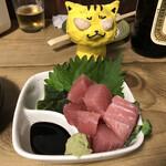 立ち呑みの さのや - 料理写真:生キハダマグロ切り落としお造り380円