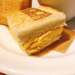 ベシャメルカフェ - 可愛い焼印『B』マーク