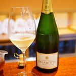 にしぶち飯店 - シャンパンはボトルのみ。