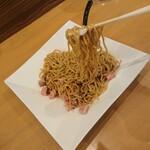 136374359 - 麺のリフトアップ