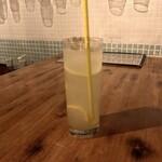 DOBROGI HUNGARIAN BAR & DINING - レモンチェロコリンズ