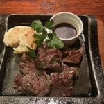 136380069 - 牛ハラミ肉の鉄板焼き