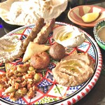 Zenobia Cafe - スペシャルランチ             冷前菜、ファラフェル、コッバ、サンブーサ、ケバブ、ナン。
