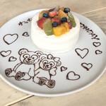 カフェ エトランジェ ナラッド - お誕生日のデザートプレート。 ダッフィー とシェリーメイでお願いしました♡ 可愛い(//∇//) 花火も付けて出してくれます。