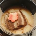 琵琶湖畔 おごと温泉 湯元館 - じっくり煮込んだ豚角をじゃがいもピューレと共に
