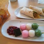 イケアレストラン - 三色団子、ベジドックラップ、ガーリックトースト