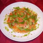 レストラン マヴィ - 料理写真:サーモンのマリネ、2種類のキウイを添えて