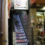13640187 - 階段に何故だかスーパーマン・・・ ちょっと怪しいこの雰囲気にも惹かれました。(^^;