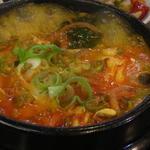 韓マウン - ぐつぐつ煮立つユッケジャン。 カラカラウマウマです!
