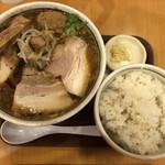 麺屋三郎 - 三郎 煮豚トッピング  ニンニク 無料ごはん