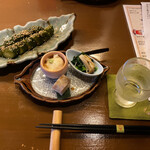 136407435 - ピリ辛きゅうり+お通し+加佐一陽(日本酒)