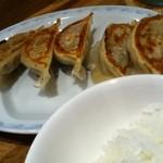 どさん粉 麺や 凡 - カレーつけ麺セット の餃子と小ライス