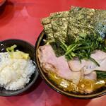 iekeisouhonzanyoshimuraya - チャーシューメン、ライス、生法蓮草(ゆで)