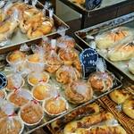 まどパン100 - 料理写真:陳列商品(一部)