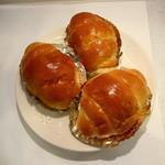 昭和ベーカリー - 3つで180円のバターロール
