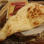 インド料理モハン - 特大 ナン