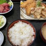 市場食堂 - アジフライ・唐揚げ定食(マグロブツ付) 税込1,100円