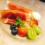 ワイン ビストロ ナチュール - 桃の生ハム包みマスカルポーネチーズ添え