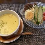 喫茶 Suimei - 料理写真:コーンスープとサラダ