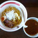 麺部屋 綱取物語 - アンチョビトマトつけ麺のアップ