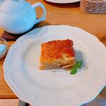 アフタヌーンティー・ティールーム - アップルパイと紅茶
