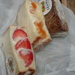 厚切りサンドイッチのお店 ことにサンド - いちご 450円/みかん 400円/ティラミス 350円
