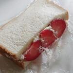 厚切りサンドイッチのお店 ことにサンド - いちご 450円