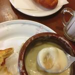 海燕 - スプーンで掬った壺焼きキノコ