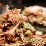 鉄板焼・お好み焼加屋 - チーズモダン焼き