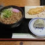まるやうどん - 料理写真:肉うどん(小)+えび天+おにぎり  800円