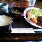 POPO - 料理写真:ランチメニュー 白身魚のフライとハンバーグ