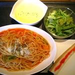 フーディング カフェ エス - カニとキャベツのトマトパスタ