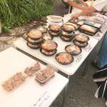 モンマルト - 色々なお弁当が並んでいる