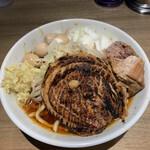 メン ヤード ファイト - 料理写真:【2020.9.9】辛いラーメン少なめ950円+炙り豚200円+うずら100円+しょうが50円