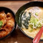 136475750 - 十勝ホエー豚丼セット 白味噌
