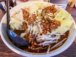 中華食堂 きずな  - 黒担々麺 880円