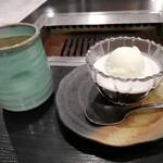 大東縁 - デザートのコーヒーゼリーバニラアイスのせ。温かい緑茶といただきます。