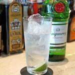 SALONE VENDREDI - Tanqueray London Dry Gin のジントニック