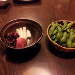 笑笑 板橋東口駅前店 - 漬物盛り合わせと枝豆