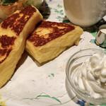 CAFE AALIYA - フレンチトースト、ホイップクリーム