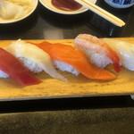 回転寿司 シーキング - 料理写真: