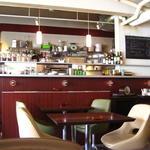 イタリアンバール ルゴール - 店内は茶色基調で・・・