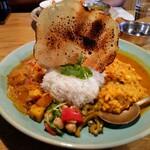 カレー&スパイス 青い鳥 別府 - かぼちゃとチキン&焼きとうもろこし豆の二種盛り