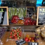 ワンズ フルーツファーム - 料理写真:とり立て野菜も販売