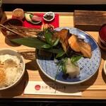 銀座米料亭 八代目儀兵衛 - 季節の焼き魚の二種盛り銀シャリ御膳