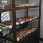 アマンド菓子店 - まぁ パン屋さんです。