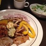13651578 - まんぷくごはん 豚肉の塩麹漬けとグリル野菜と豆ごはん